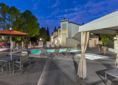 Global Luxury Suites at Stoneridge Mall - Pleasanton, CA 94588