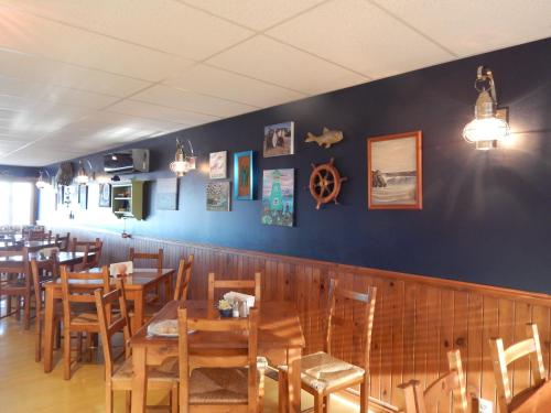 The Crow's Nest, Digby - Shore Thing Seafood - Galley & Quarters Photo