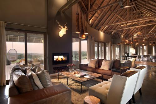 Mhondoro Game Lodge Photo