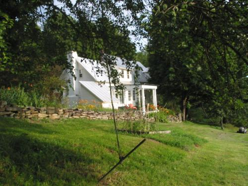 Pond House Inn at Shattuck Hill Farm Photo
