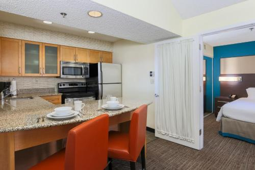 Residence Inn Bakersfield Photo