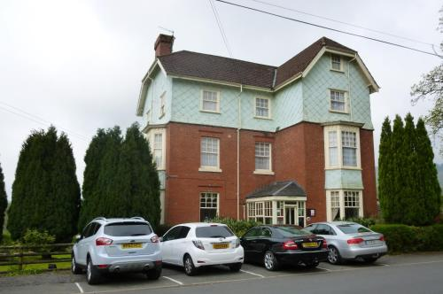 Lasswade Country House & Restaurant, green hotel in Llanwrtyd Wells, United Kingdom