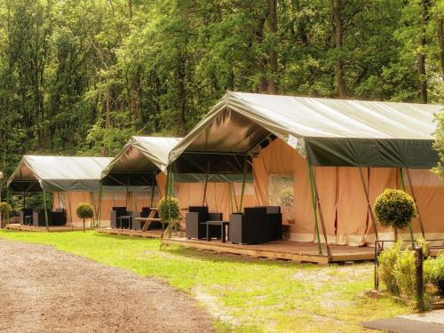 http://www.booking.com/hotel/nl/holiday-home-recreatiepark-maas-bos.html?aid=1728672