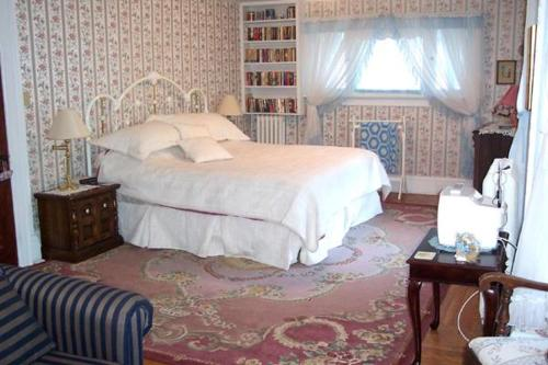 Bernard Gray Hall Bed and Breakfast Photo