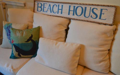 Baywatch Oceanfront Guesthouse Photo