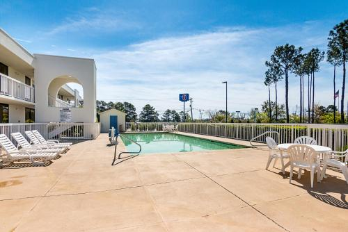 Motel 6 Newnan Photo