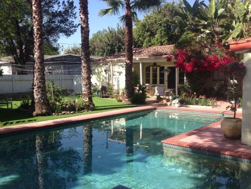 Mediterranean 4 Bedroom with Pool - Los Angeles, CA 91601