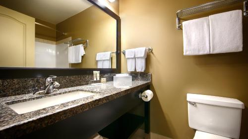 Best Western Plus Baker Street Inn & Convention Center Photo