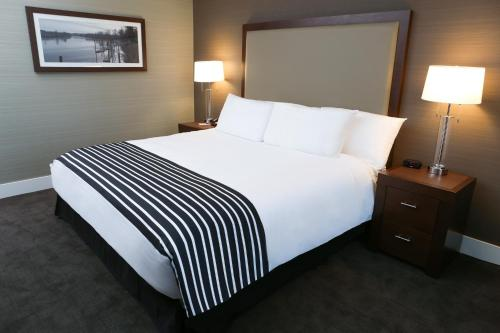 Sandman Hotel Abbotsford Airport Photo
