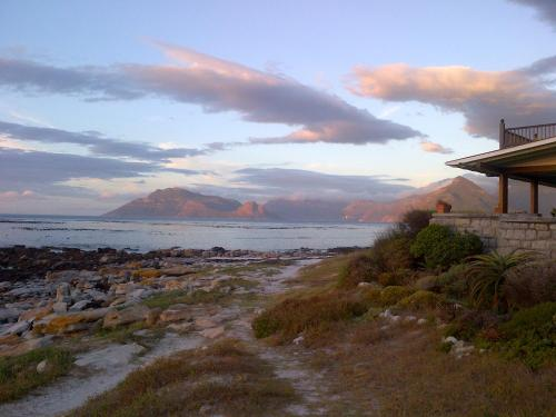 Tristan's Beach House - Kommetjie Photo