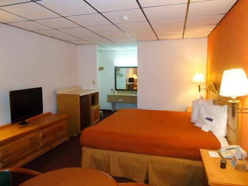 Motel 6 Clarksville - TN Photo