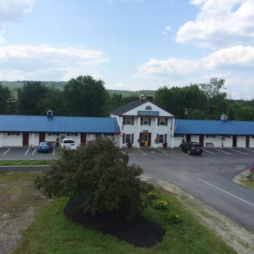 Colonial Valley Motel Photo