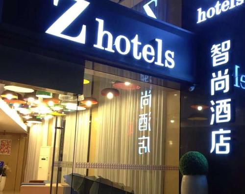 http://www.booking.com/hotel/cn/zhotels-zhishang-shanghai-peoples-square.html?aid=1728672