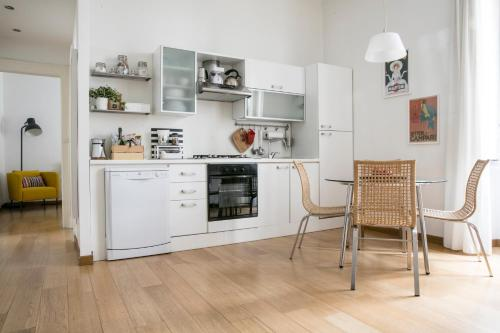 Lovely Sempione Apartment - фото 0