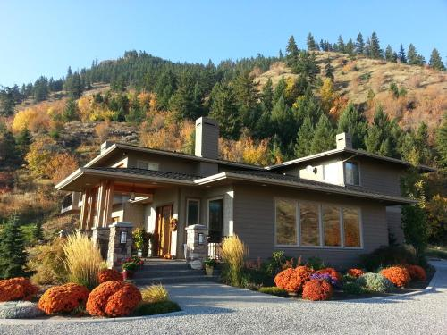 Cascade Valley Inn Photo