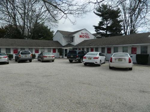Twin Oaks Motel Photo
