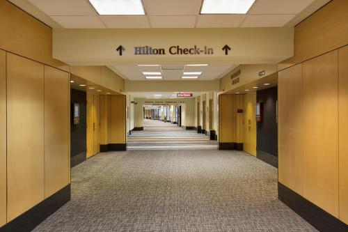 Hilton Chicago O'Hare Airport Photo