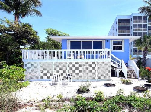 Pelican Beach House Photo