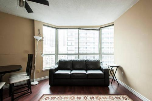 Luxury One-Bedroom Apartment in Downtown Toronto Photo