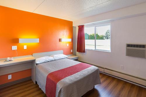 Motel 6 Spokane East Photo