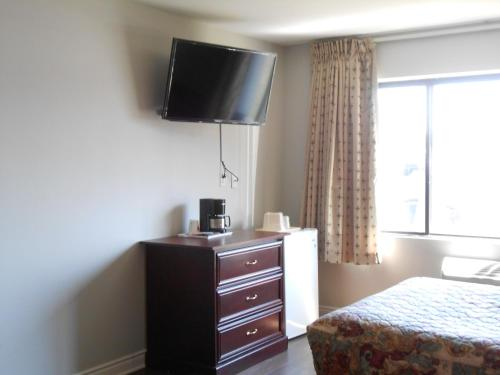 Econo Lodge Montreal Airport Photo