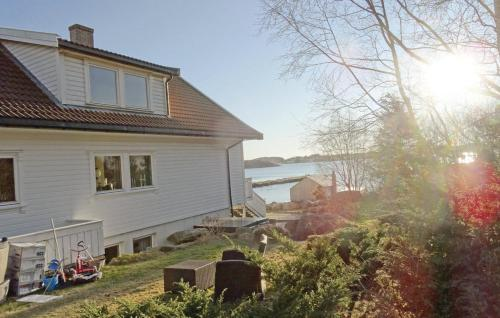Apartment Hafrsfjord with Fireplace I, Madla