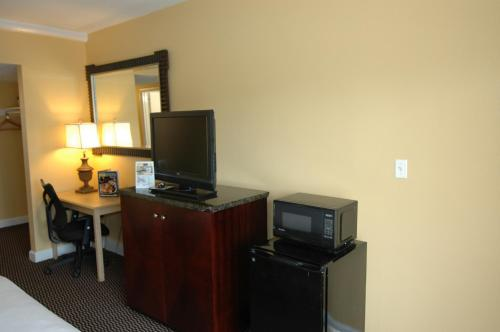 Ambassadors Inn and Suites - Virginia Beach Photo