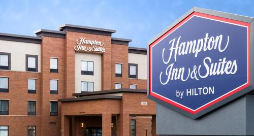 Hampton Inn and Suites La Crosse Downtown Photo