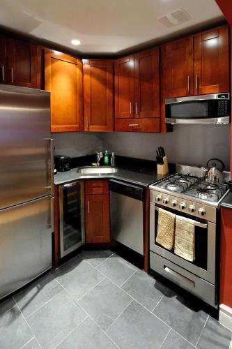Stylish Upper East Side 2 bed 2 bath photo 5