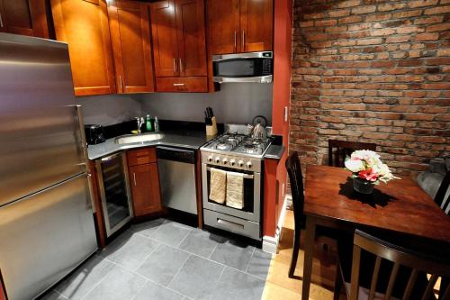 Stylish Upper East Side 2 bed 2 bath photo 10