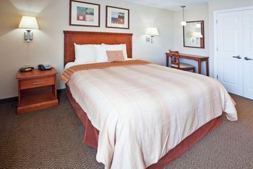 Candlewood Suites Warner Robins Photo