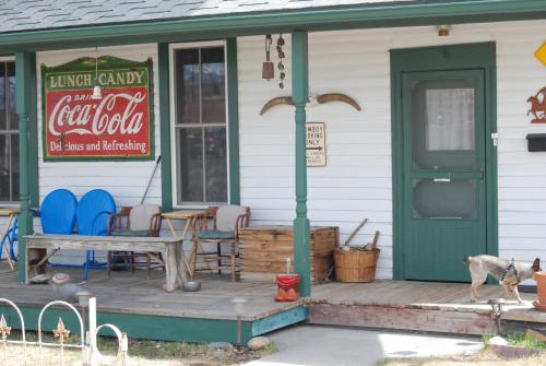 Roaming Cowboy Inn Bed & Breakfast Photo