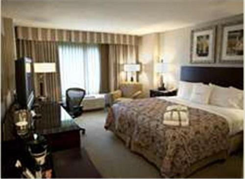 DoubleTree by Hilton Charlotte Airport Photo