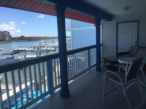 Boat House Apartment Photo