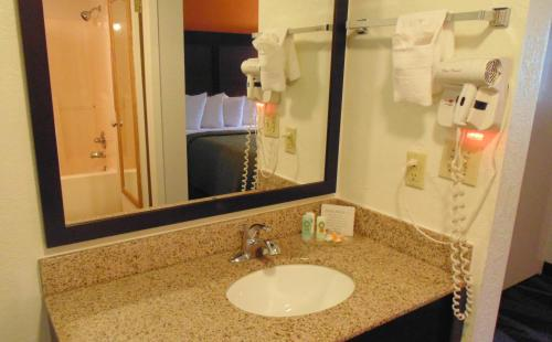 Quality Inn Creekside - Downtown Gatlinburg Photo