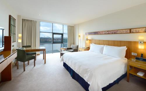 Canary Riverside Plaza Hotel photo 15