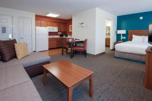 Residence Inn Des Moines West at Jordan Creek Town Center Photo
