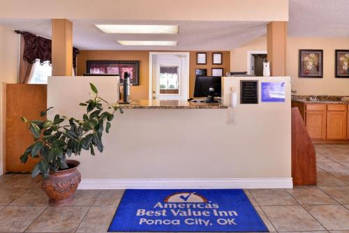 Americas Best Value Inn Ponca City Photo