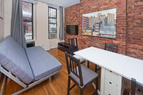 Chic 2 Bedrooms near Times Square photo 2