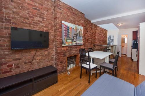Chic 2 Bedrooms near Times Square photo 12