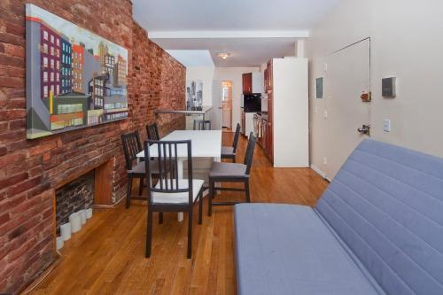 Chic 2 Bedrooms Duplex near Times Square Photo