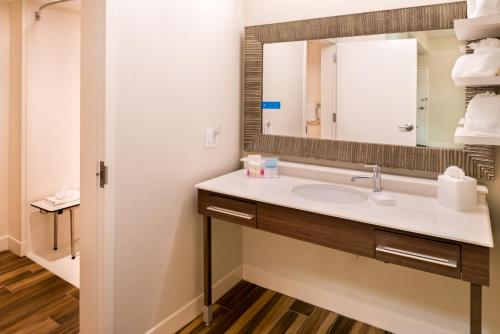 Hampton Inn & Suites Orlando-East UCF photo 10