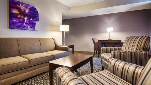 Best Western Plus Landmark Hotel Metairie Photo