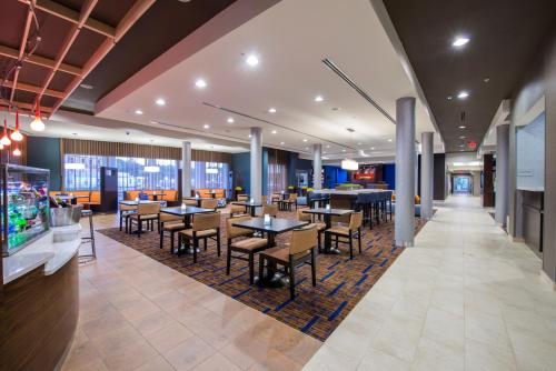 Courtyard by Marriott Columbus Photo