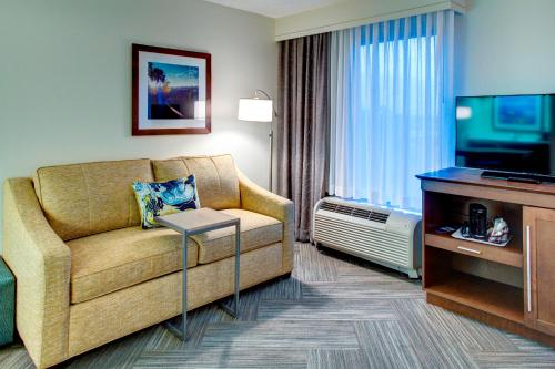 Hampton Inn & Suites at Colonial TownPark Photo