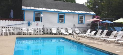 Weirs Beach Motel & Cottages Photo