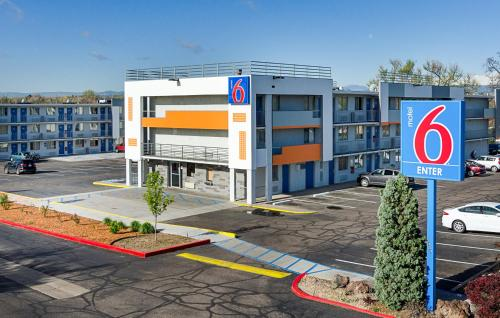 Motel 6 Denver Central - Federal Boulevard Photo