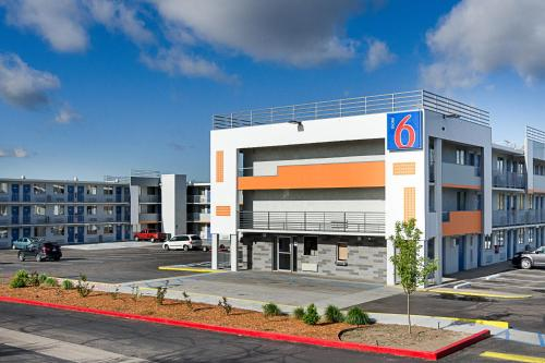 Motel 6 Denver Central - Federal Boulevard photo 11