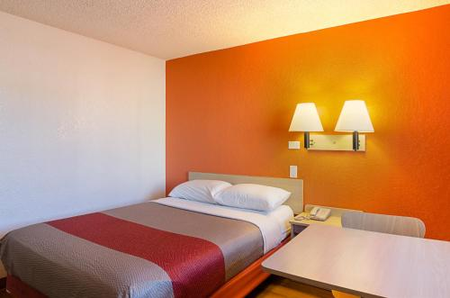 Motel 6 Denver Central - Federal Boulevard photo 26