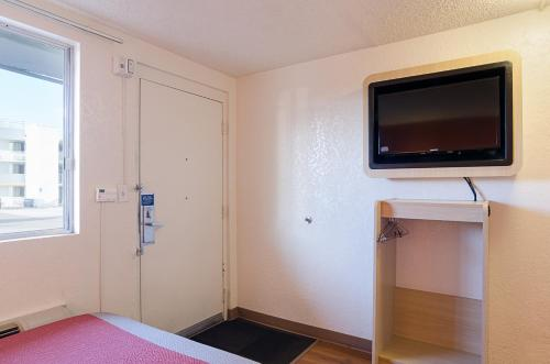 Motel 6 Denver Central - Federal Boulevard photo 28